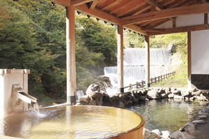 ▲四季折々の風景が楽しめる絶景露天風呂。
