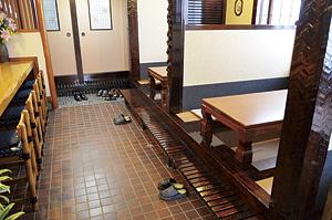 ▲店内には風除室、ほりごたつを新たに設置。