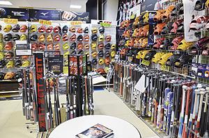 ▲スポーツ用品のほか、ウェアやシューズなども豊富。