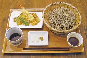 ▲人気No.1メニューの天ぷらそばセット(850円)