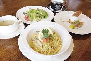 ▲セットはスープ、サラダ、デザート、コーヒー付き。