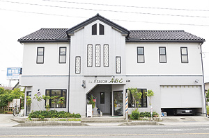 ▲飯坂街道沿い、西道路から降りてすぐ。